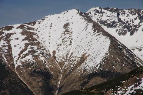 Svah Príslopu, pozostatky lavínovej aktivity nad Šarafiovým vodopádom, 22.5.2014